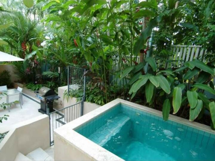 Port Douglas Holiday - Private Plunge Pool & BBQ facilities in Courtyard retreat | Port Douglas Accommodation
