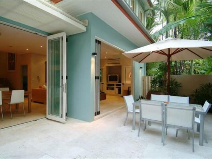 Port Douglas Private Tropical Villa with Private Courtyard and Plunge Pool - Port Douglas luxury Villa style accommodation