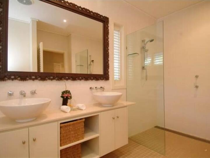 Port Douglas Holiday Apartments - Second Bathroom with Walk In Shower | Port Douglas private apartment