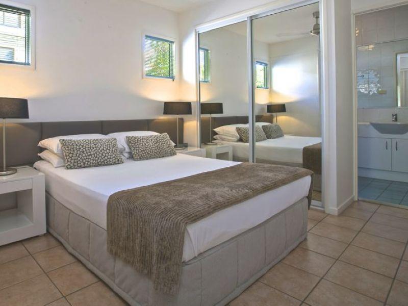 Queen Bedroom   Port Douglas Adult Only Apartments ...