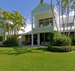 Port Douglas Beachfront Holiday Villa
