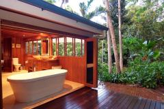 Indoor Outdoor Bath in Rainforest Setting - Port Douglas Holiday Home