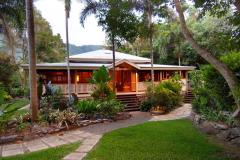 Queenslander style holiday home only 10 minutes drive from Port Douglas main street - Port Douglas Holiday Home