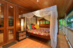 Sleep out with 4 post queen bed - Port Douglas Holiday Home