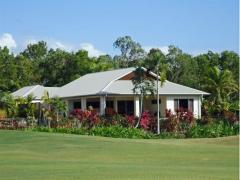 Port Douglas holiday home on golf course