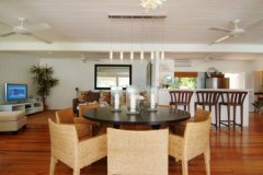 Port Douglas holiday homes Dining seating for six