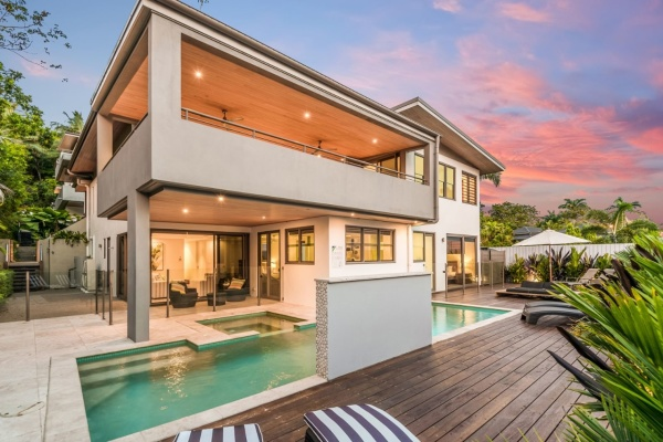 Port Douglas Luxury Holiday Home | 4 Bedrooms | 4 Bathrooms Luxury Holiday House