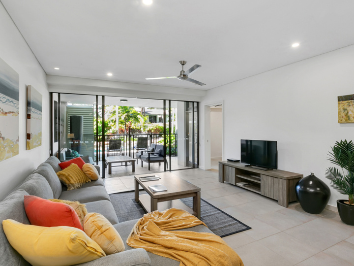 Port Douglas Private Holiday Apartments open plan holiday apartments with balcony or swim up balcony | Port Douglas Accommodation