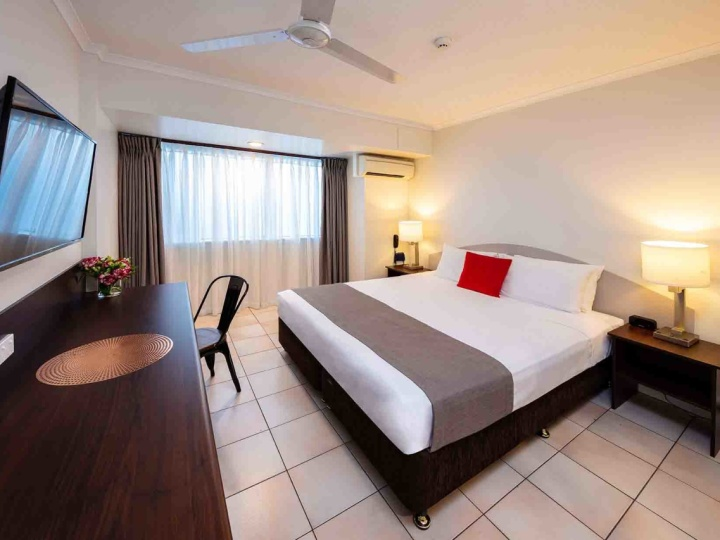 Premium King room - Hides Hotel Cairns