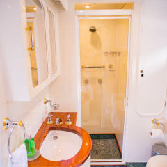 Private Charter Boat - Twin Stateroom Bathroom