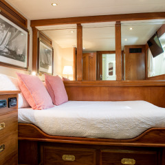 Private Charter Boat For Up To 8 Overnight Guests - Double Sateroom