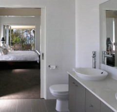 Private Ensuite off Main Bedroom