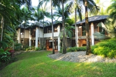 Private Lawns - Luxury Port Douglas Holiday Home