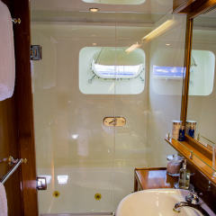Private Luxury Charter Yacht Whitsundays Great  Barrier Reef - Master Stateroom Ensuite