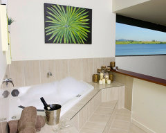 Private Suite Spa Bathroom - The Edge Holiday House