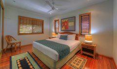 Queen Bedroom - Mission Beach Holiday House