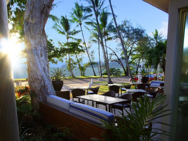 Reef House Palm Cove - with Beachfront Restaurant to enjoy the ocean sounds