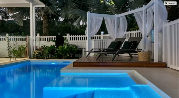 Relax by the swimming pool - Heated in Winter