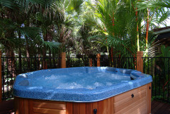 Relax in the Large Heated Jacuzzi - Trinity Beach Club Holiday Apartments