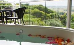Relax in your Double Spa at Tinaroo Sunset Retreat - Cairns Atherton Tablelands