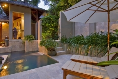 Relaxing Poolside Lounges - Far Pavillions Luxury Port Douglas Holiday Villa