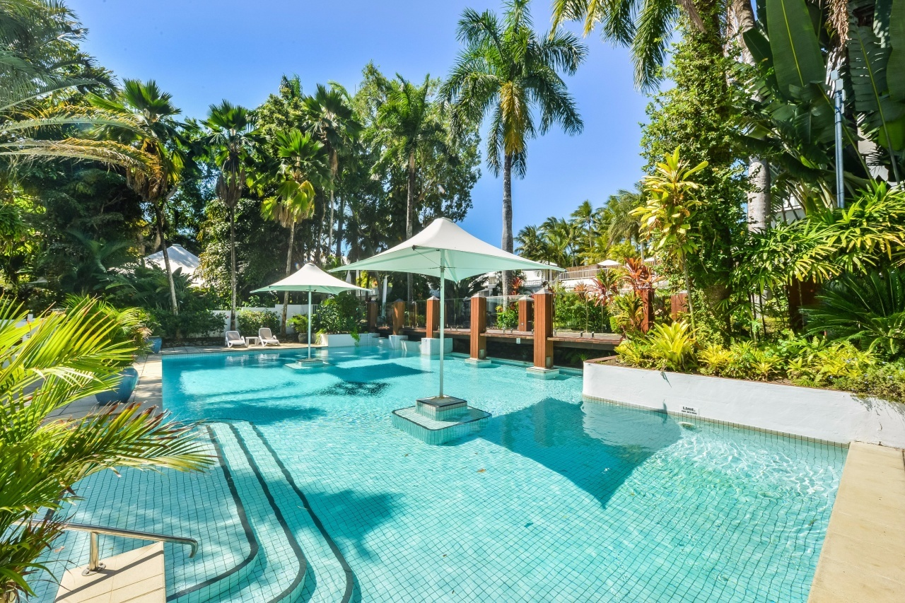 Palm cove search apartments for Pool design meindl