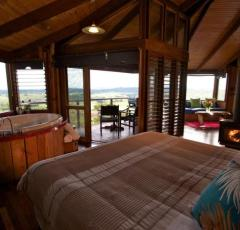 Romantic Treehouse Retreat on Cairns Tablelands at Mt Quincan Crater Retreat