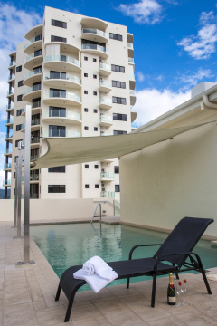 Rooftop Swimming Pool - Park Regis City Quays Cairns