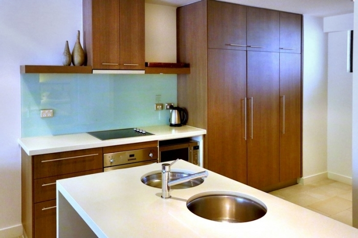 Sea Temple Palm Cove Swimout holiday apartment kitchen