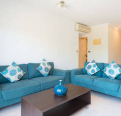 Self contained holiday apartment with spacious living area - Palm Cove