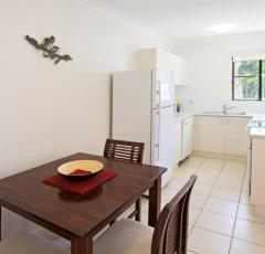 Self contained kitchen facilities - Palm Cove Holiday Apartments