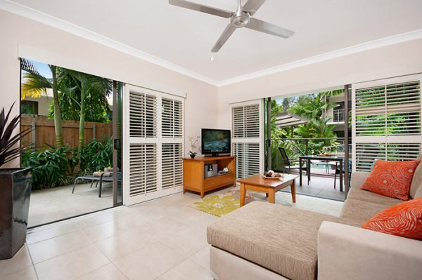 The Shantara Apartment - Spacious Corner Apartment with Swimout Deck an private Jacuzzi