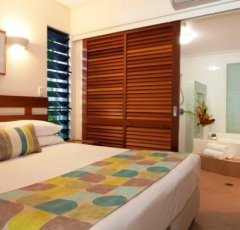 Ensuite with oversized Soaker Bath - Adult only Boutique Resort Port Douglas