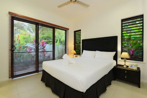 Spacious 2 or 3 Bedroom Holiday House Port Douglas
