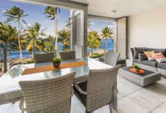 Spacious balcony to enjoy the ocean breeze and stunning views - Palm Cove Accomodation