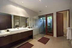 Spacious Bathroom in holiday home