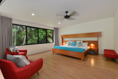 Port Douglas Beach House Holiday Home -Spacious Bedrooms