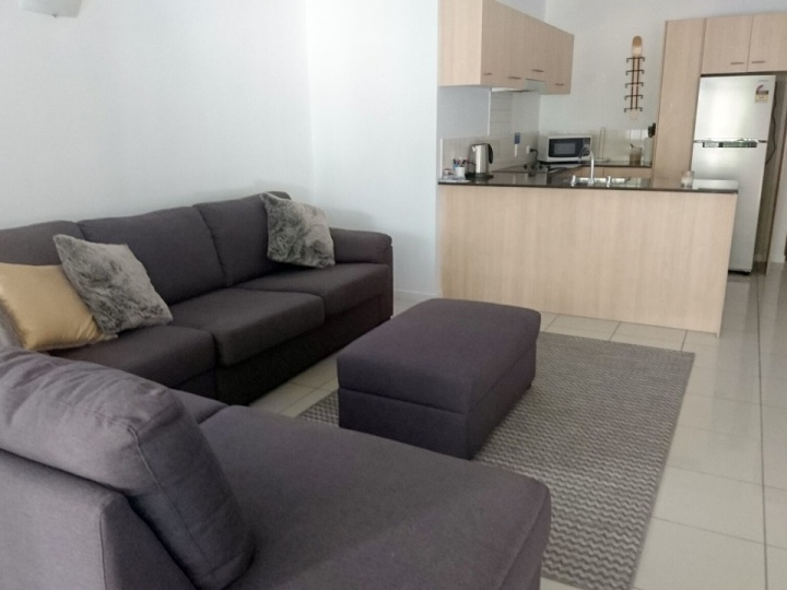 Spacious Living Area - Daisy Apartment