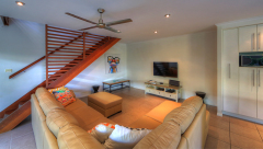 Spacious Lounge Area - Palm Cove Holiday House