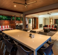 Spacious outdoor dining & BBQ facilities overlooking the Pool - Trito Palm Cove Holiday House