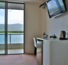 Studio Harbour View Room - Cairns Luxury Apartments within Harbour Lights Complex