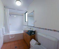 Studio Room Ensuite Bathroom with Shower/Bath