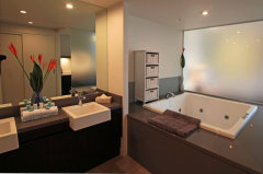 Private Studio with Oversize Spa Bath Ensuite
