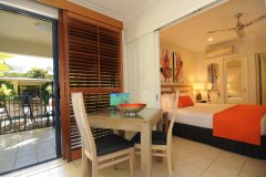 Studio Superior with Pool Deck to Swimming Pool - Meridian Apartments Port Douglas