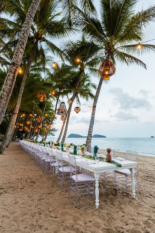 Stunning Beach Front Dining For The Perfect Wedding Dinner