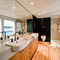 Superyacht Charters Great Barrier Reef | Bathroom