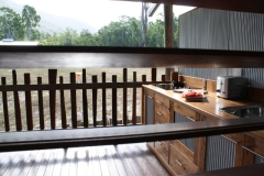 Spacious Balcony with Alfresco Kitchen - Sweetwater Lodge Atherton Tablelands
