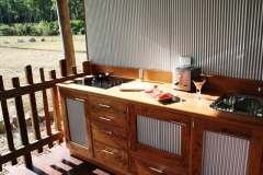 Kitchen with a View - Sweetwater Lodge Atherton Tablelands