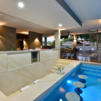 Port Douglas Holiday House | Swim Up Bar