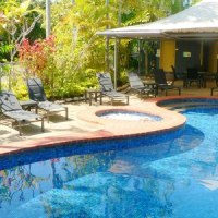 Port Douglas reosrt swimming pool - At the Mango Tree Holiday Apartments Port Douglas